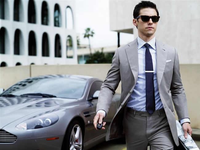 Costume homme : le choisir pour être tendance et chic à la fois.