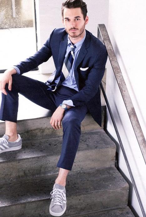 Pantalon costume : comment le porter pour être chic et décontracté.