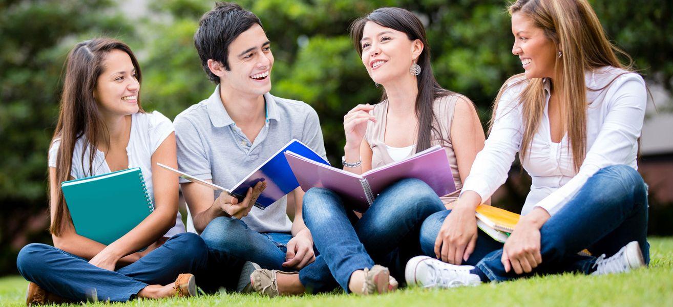 Séjour linguistique adolescent : Entre logement chez l'habitant et hébergement dans une résidence universitaire avec d'autres jeunes, que choisir ?